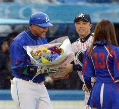 Alex Ramirez (Yokohama DeNA BayStars) and Shinya Miyamoto (Tokyo Yakult Swallows)