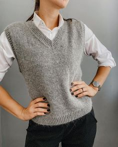 Vest Outfits For Women, Cute Outfits, Clothes For Women, Crochet Cross, Knit Crochet, Over 60 Fashion, Easy Knitting Patterns, Knitwear Fashion, Knit Vest