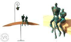 """Couple d'amoureux en papier sur socle de bois incurvé et lampadaire de papier (mobile), """"Pont des Amours, Annecy"""", Vanessa RENOUX, papier mâché, journal, sculpture."""