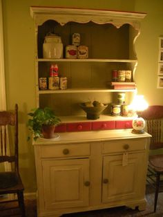 Love the cream chalk paint with the pop of red.