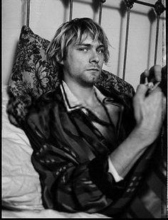 Kurt Cobain- any board suggestions or nirvana edits ? send me something in my inbox ! Kurt Cobain Photos, Nirvana Kurt Cobain, Frances Bean Cobain, Dave Grohl, Punk, Kurt And Courtney, Donald Cobain, Estilo Grunge, Smells Like Teen Spirit