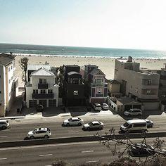 해변이 한 눈에 내려다보이는 유명한 산책로, 팰리사이드 파크(Palisade Park, Santa Monica)를 거닐다가 한 컷 찍어봤습니다.