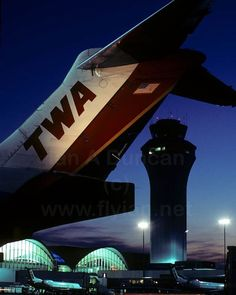 MD-80 tail at sunset. #STL 2000 #flyian #aviation #aviationgeek #aviationphotography #instaplane #aviationismylife #instapilot #aviationlovers #planespotting #planespotter #instagramaviation #airliners #airlinepilot #TailfinThursday #canonphotography #nofilters #FlyTwa #TransWorldAirlines #TransWorldAirlinesTuesday #McDonnellDouglas #MD80
