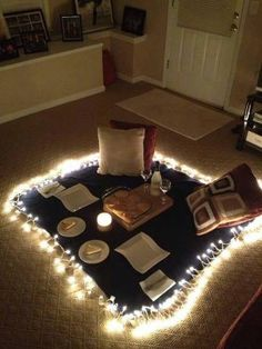Indoor picnic for jb more ideas aniversario novio, picnics románticos, roma Romantic Surprise, Romantic Night, Romantic Dinners, Romantic Ideas, Surprise Date, Birthday Surprise Ideas, Romantic Gifts, Ideas Aniversario Novio, Cute Date Ideas