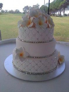19 Sparkly Wedding Ideas for the Inner Glam Bride wedding cakes 19 Glamorous Wedding Ideas Wedding Cakes With Flowers, Beautiful Wedding Cakes, Gorgeous Cakes, Pretty Cakes, Bling Wedding Cakes, Bling Cakes, Wedding Shoes, Wedding Makeup, Wedding Bride