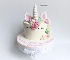 Unicorn Cake by http://www.jaimecakeskendal.co.uk