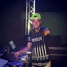 #Biografia: DJ.Freddy Polachini @djfreddypolachini01 Nace en Altagracia de Orituco estado Guárico Venezuela un 25 de marzo de 1993 con el Nombre de Freddy Polachini. Si quieres saber mas sobre este DJ visita nuestra web www.PortalDJs.com.ve  .