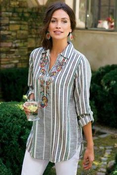 Aruba Pullover - Floral Top, Paisley Top, Womens Striped Button Up Kurta Designs, Blouse Designs, Modest Fashion, Fashion Dresses, Fashion Shirts, Stil Inspiration, Elegant Outfit, Indian Designer Wear, Look Chic