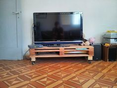 An Inexpensive Pallet TV table