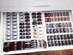 18 of the internet's BEST beauty storage hacks makeup storage ideas Diy Makeup Organizer, Makeup Storage Hacks, Vanity Organization, Organization Hacks, Storage Organizers, Organizing Ideas, Makeup Hacks, Makeup Tips, Makeup Tutorials