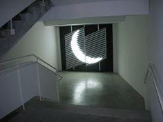 Натуральный солнесный свет аккумулируется, и наравляется так, как этого хочет художник.