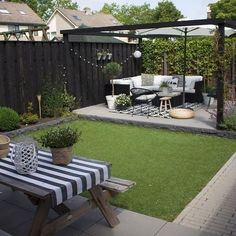 43 the best decorating garden for your dream small garden 30 perfect small backyard garden design ideas Backyard Patio Designs, Small Backyard Landscaping, Patio Ideas, Backyard Ideas, Landscaping Ideas, Diy Patio, Fence Ideas, Landscaping Shrubs, Backyard Pools
