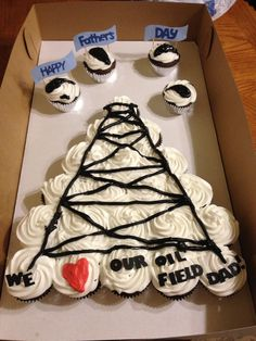 Sweet Father's Day cake for the oil field dad Oilfield Humor, Oilfield Girlfriend, Oilfield Man, Oilfield Trash, Happy Fathers Day, Fathers Day Gifts, Fathers Day Cupcakes, Oil Rig, Oil And Gas