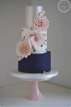 Cotton & Crumbs Wedding Cake Inspiration Beautiful wedding cakes for any type of wedding Creative Wedding Cakes, Beautiful Wedding Cakes, Gorgeous Cakes, Wedding Cake Designs, Pretty Cakes, Amazing Cakes, Bolo Tumblr, Blush Wedding Cakes, Gold Wedding