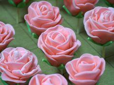 Trandafiri din fondant – Prajiturici Fondant, Cake Decorating Tips, Pasta, Dessert Bars, Amazing Cakes, Icing, Caramel, Deserts, Goodies