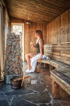Outdoor Sauna at Färna Herrgård & Spa - Färna Herrgård - Floral Garden Ideas Diy Sauna, Sauna Ideas, Sauna Steam Room, Sauna Room, Scandinavian Saunas, Sauna House, Sauna Design, Outdoor Sauna, Finnish Sauna