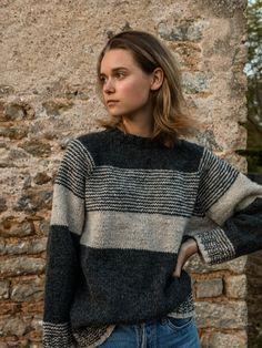 Knitting Kits, Knitting Socks, Hand Knitting, Knitting Patterns, Grey And Beige, Dark Grey, Hand Knitted Sweaters, Work Tops, Stockinette
