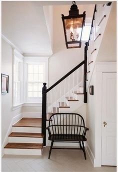 Awesome Modern Farmhouse Staircase Decor Ideas - Page 60 of 75 - Afifah Interior Modern Staircase, Staircase Design, Staircase Ideas, Grand Staircase, Traditional Staircase, U Shaped Staircase, Handrail Ideas, Staircase Landing, Staircase Handrail