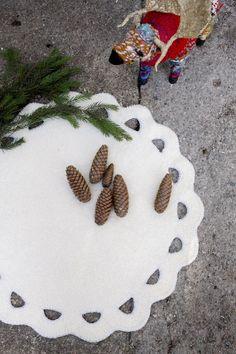 Under the Christmas tree - crochet a rug from feltable yarn Novita Huopanen Nordic Christmas, Christmas And New Year, Christmas Crafts, Christmas Tree, Crochet Home, Knit Crochet, Knitting Socks, Knit Socks, Felt Crafts