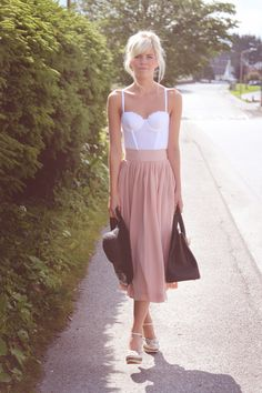 I love this look! The skirt + the corset top! So chic.