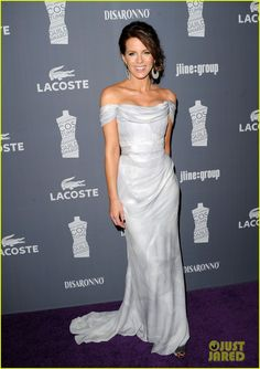 a Vivienne Westwood blue and white fan print gown. She accessorized with Bochic jewelry, a Kotur clutch, and Ferragamo shoes.