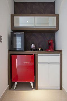 No corredor é possível desfrutar de um moderno snack bar, que facilita o deslocamento para pegar algum petisco ou bebida em algumas ocasiões.