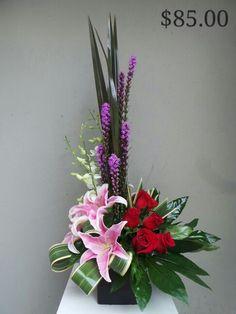 Modern arrangement by Bella flor Arreglo moderno
