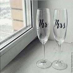 """Купить Свадебные бокалы каллиграфия """"Mr&Mrs"""" - черный, свадебные аксессуары, свадебные бокалы, свадебный декор"""