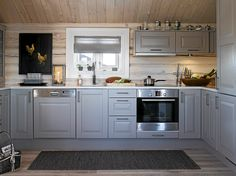 Kjøkken hytte KITCHEN: The cottage got here with a regular kitchen from Sigdal, which the household Kitchen Triangle, Sauna Design, Cabin Design, Log Cabin Living, Log Home Kitchens, Chalet Interior, Best Kitchen Designs, Kitchen Ideas, Cabin Interiors