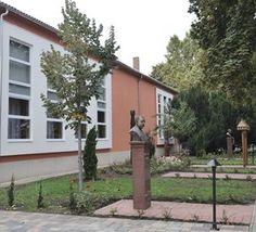 Székkutas: Felújították a főteret és a művelődési házat