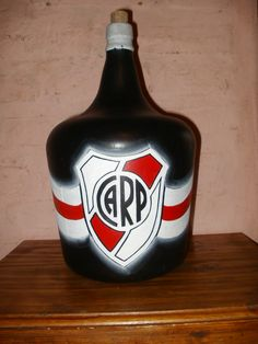 RIVER PLATE A&w Root Beer, Gabriel, Plates, River, Canning, Supreme T Shirt, Painted Bottles, Coat Of Arms, Objects