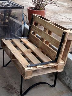 Wooden Pallet Furniture No doubt that this pallet wood outdoor bench is creating a charming and magical vibe in the atmosphere with its organic wooden texture. Wooden Pallet Projects, Wooden Pallet Furniture, Pallet Crafts, Wooden Pallets, Wooden Diy, Diy Furniture, Wooden Sofa, Pallet Ideas, Garden Furniture