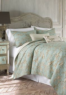 Looking for some French bedroom ideas? French bedroom design is popular for its elegance and whimsy. And plus, this romantic design is so easy to achieve. French Country Bedrooms, French Country House, French Country Decorating, French Cottage, Bed Sets, King Quilt Sets, Queen Quilt, Ideas Hogar, Home And Deco