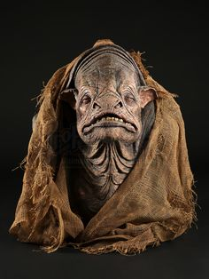 A Grendler head display made from the original molds used in the 1994 sci-fi television series Earth Alien Creatures, Fantasy Creatures, Creature Feature, Creature Design, Prosthetic Makeup, Alien Design, Earth 2, Alien Races, Head Shop