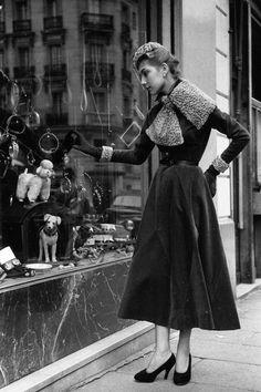In Fotos: Vintage Paris Street Style - Vintage - Technology Vintage Paris, Vintage Stil, Vintage Glamour, Looks Vintage, Vintage Beauty, Retro Vintage, Street Style Vintage, Vintage Street Fashion, 1950s Fashion