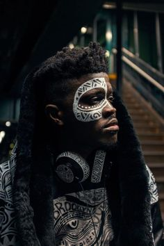 The Sacred Art of the Ori is a Yoruba Ritual performed by artist Laolu wear he literally interprets your soul and destiny by drawing it on you. African Art Projects, Painting Accessories, Concept Photography, Black Artwork, Cartoon Faces, Sacred Art, Photojournalism, Drawing People, Face And Body