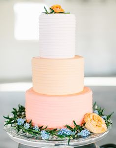 Excuse us while we pick our jaws up off of the floor. If you go simple and still want to make a statement this is your cake!