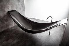 Badewanne Objekte mystisch: Industrial Badezimmer von Design by Torsten Müller