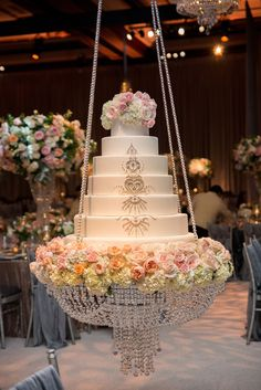New products hanging cake stands wedding acrylic crystal chandelier cake stand for big cake Extravagant Wedding Cakes, Elegant Wedding Cakes, Beautiful Wedding Cakes, Huge Wedding Cakes, Luxury Wedding Decor, Glamorous Wedding Decor, Disney Wedding Cakes, Sparkly Wedding Cakes, Simple Wedding Arch