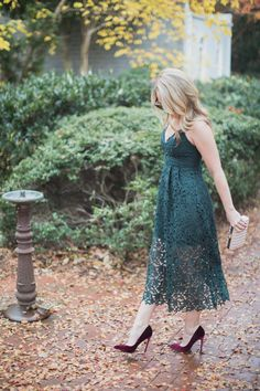 Today on Every Chic Way I am sharing the only dress you need this holiday season. Best part, this holiday dress is under $100!!  - The Perfect Holiday Dress under $100 by North Carolina fashion blogger Every Chic Way