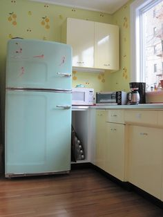 Original Size | Big Chill: Modern Made Classics - This company makes retro looking kitchen appliances that are adorable and stylish in many different colours or you can customize it! I defiantly want these products when I have my own real place.