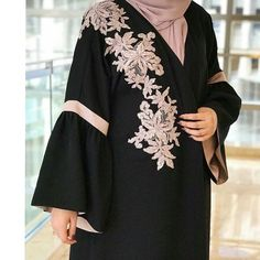 No photo description available. Muslim Women Fashion, Islamic Fashion, Abaya Fashion, Modest Fashion, Fashion Outfits, Fashion Shoot, Kaftan Pattern, Modern Abaya, Black Abaya
