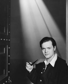 Orson Wells. Smoking pipe.