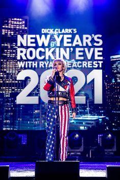 Miley Cyrus, Disney, Celebs, Concert, Beautiful, Celebrity, Celebrities, Concerts, Disney Art