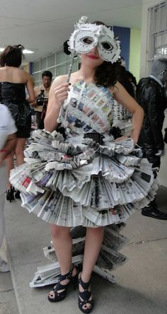How to Recycle: Recycled Newspaper Dresses - Recycle Clothes Recycle Newspaper, Newspaper Dress, Recycled Dress, Recycled Clothing, Recycled Costumes, Paper Clothes, Paper Dresses, Dresses Dresses, Fashion Show Themes