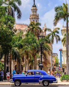 Havana - 14 Best Vacation Spots Around The World Havana Cuba, Havana Beach, Varadero, Best Vacation Spots, Best Vacations, Covent Garden, Cuba Honeymoon, Cuba Cars, Cuba Photography