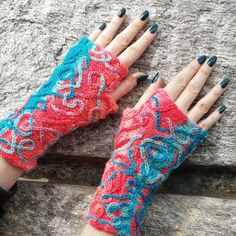 New free knitting pattern: Serpentina Mitts