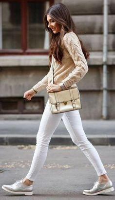 Many women's shoe collections do not contain a pair of silver shoes and that is indeed a shame. Silver shoes can add a different look to an outfit that you never imagined before. From casual … Teenager Fashion Trends, Street Style Outfits, Mode Simple, Oxford Shoes Outfit, Beige Outfit, Sneaker Outfits, Outfit Jeans, Silver Shoes, Silver Oxfords