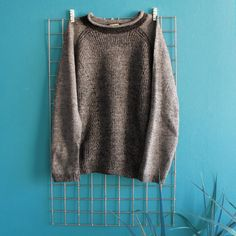 Sweater Gris Jaspeado Talla S Vintage Outfits, Turtle Neck, Photo And Video, Sweaters, Clothes, Instagram, Fashion, Grey Sweater, Vintage Clothing