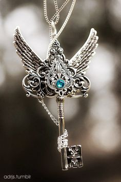 Vintage Wing Keys Pendants for Necklace http://www.loveitsomuch.com/
